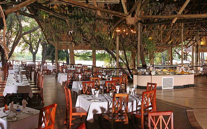 Chobe-Saf-Lodge-dining