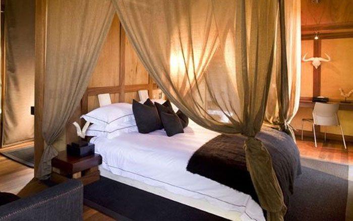 Xudum-lodge-bedroom