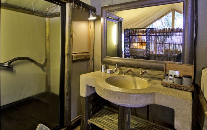 Tubu-tree-camp-bathroom