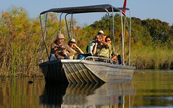 Xugana-I-lodge-boat