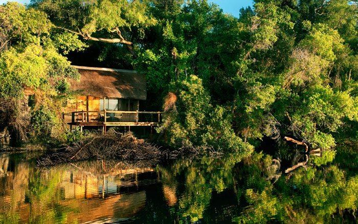 Xugana-I-lodge-lagoon