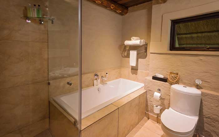 Vic-Falls-SafariS-bathroom