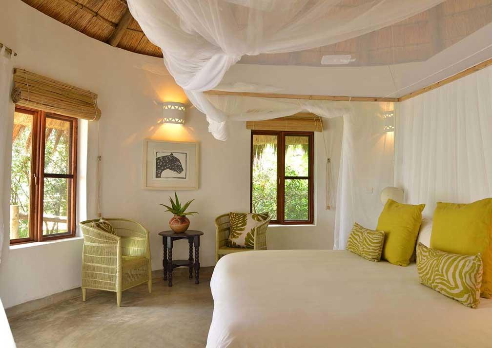 Chobe Bakwena Lodge bedroom