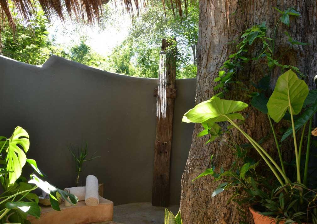 Chobe Bakwena Lodge river chalet shower