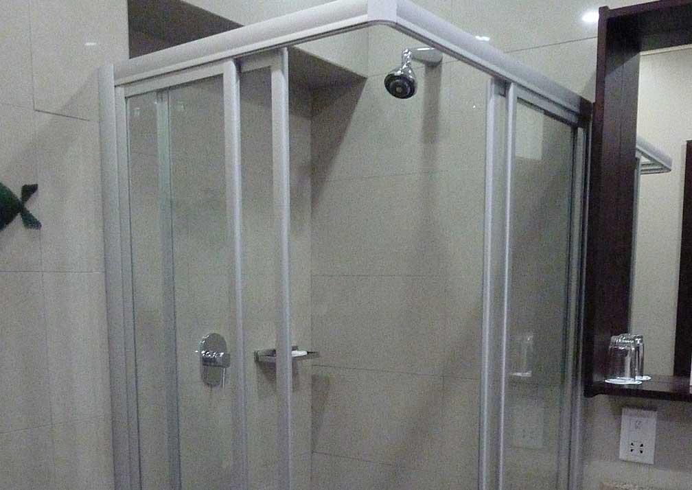 A'Zambezi River Lodge shower