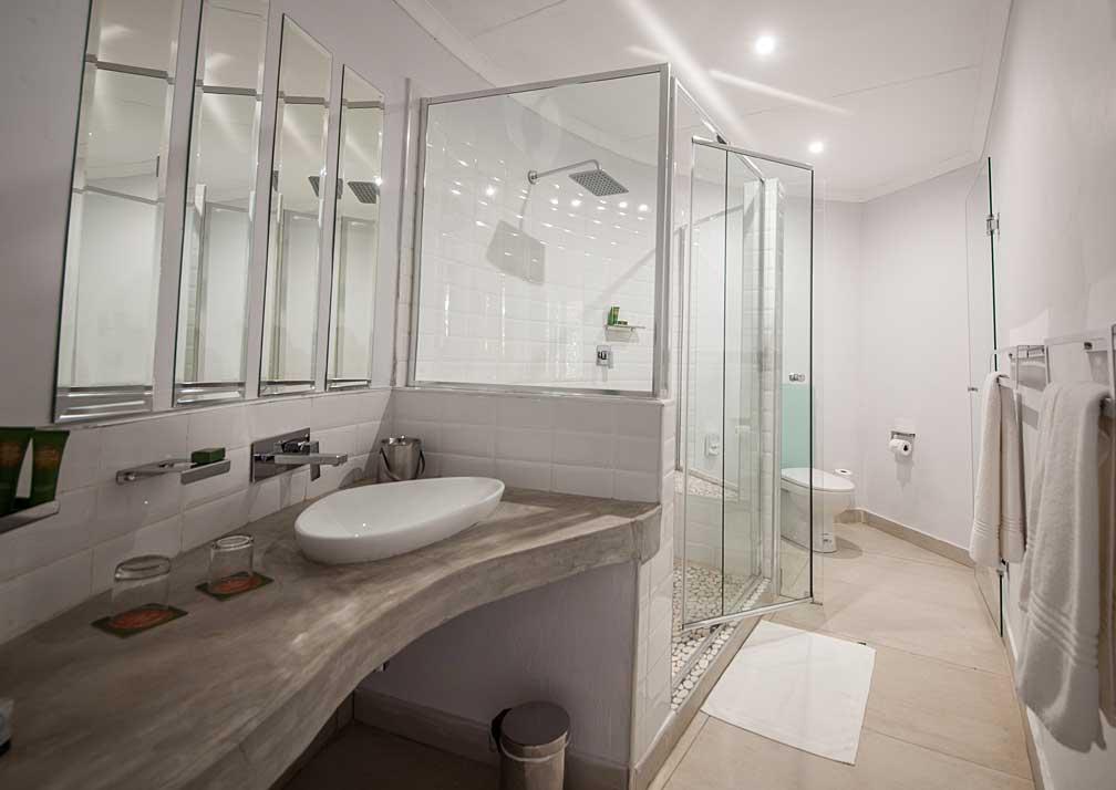 Chobe Safari Lodge rondavel bathroom