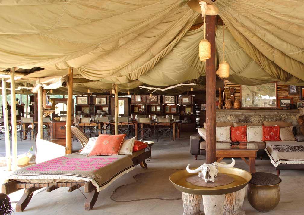 Meno a Kwena lounge and dining area