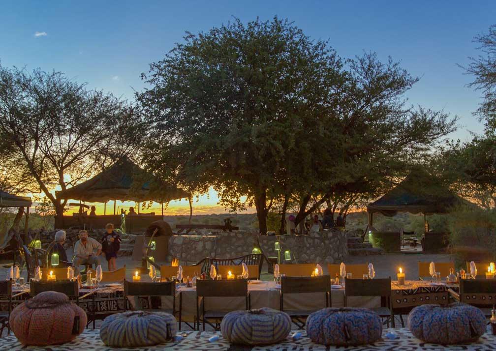 Meno a Kwena outdoor seating nighttime