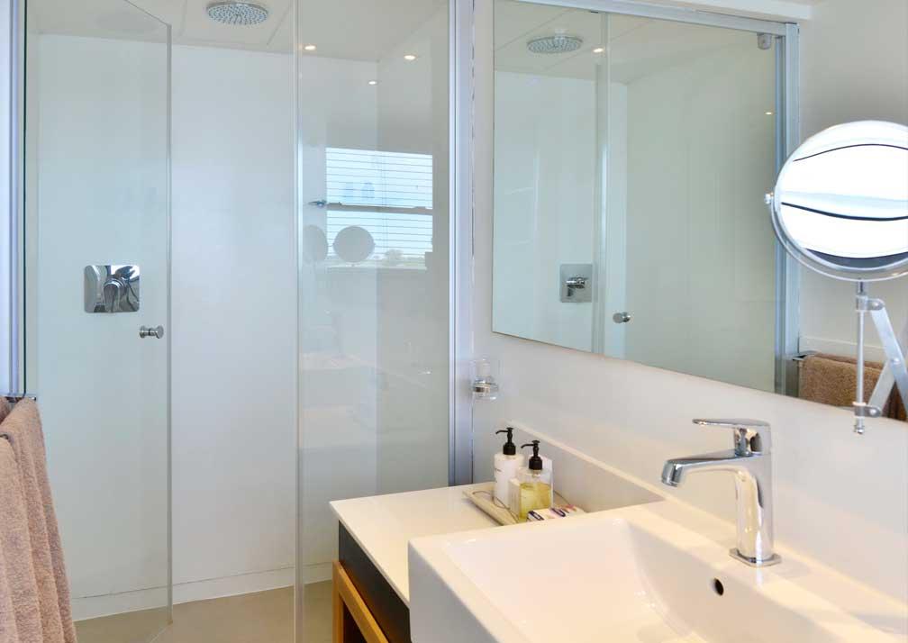 Zambezi Queen bathroom