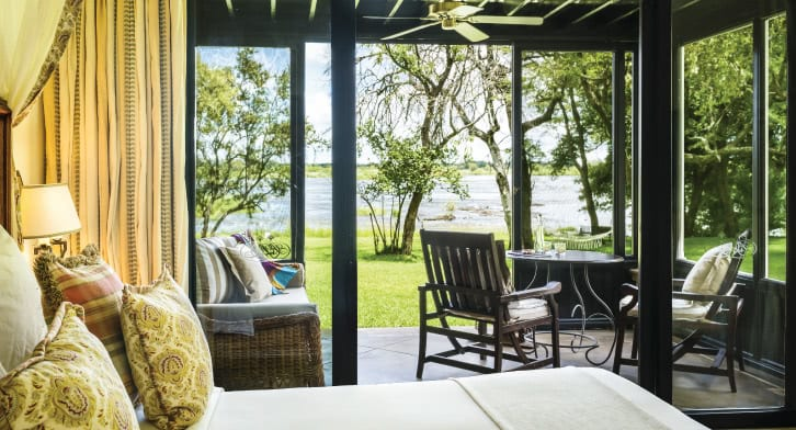royal_livingstone_by_anantara_deluxecornerroom_01_726x392