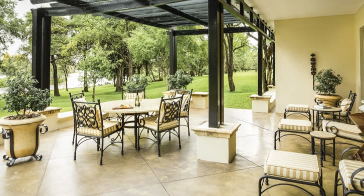 royal_livingstone_by_anantara_presitentialsuite_02_726x392